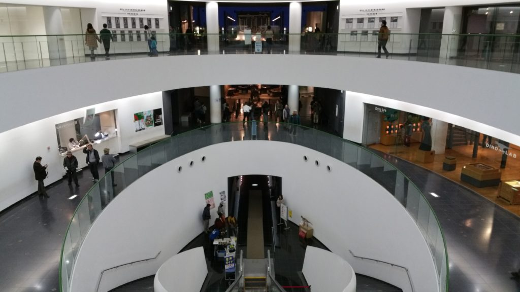 福井県立恐竜博物館ロングエスカレーター