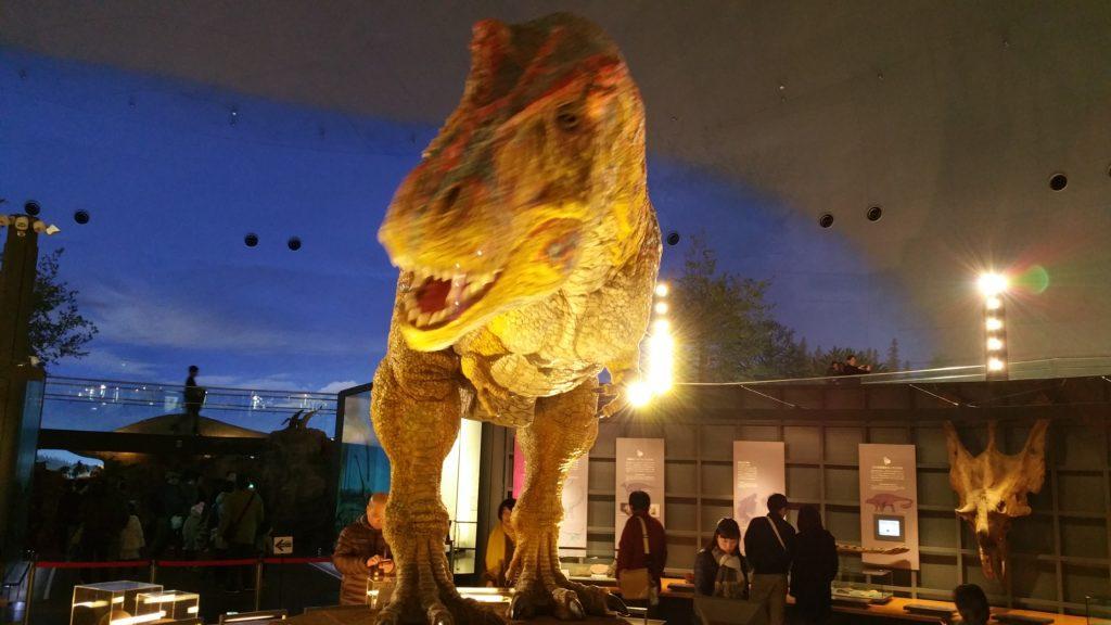 福井恐竜博物館最大のインスタ映えスポットティラノサウルスのロボット